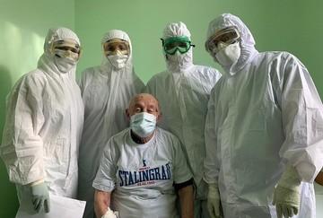 «Спасибо за ваш героический подвиг»: 96-летний защитник Сталинграда победил коронавирус и благодарит врачей
