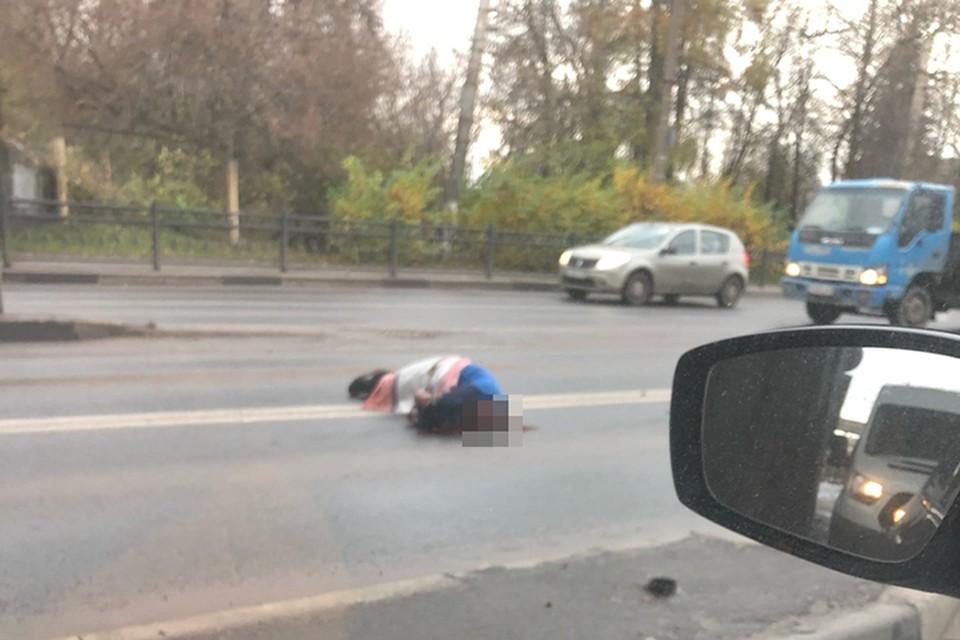 """Пострадавший остался жив, его доставили в больницу Фото: vk.com/""""Подслушано у водителей. Тверь""""/Роман Чанов"""