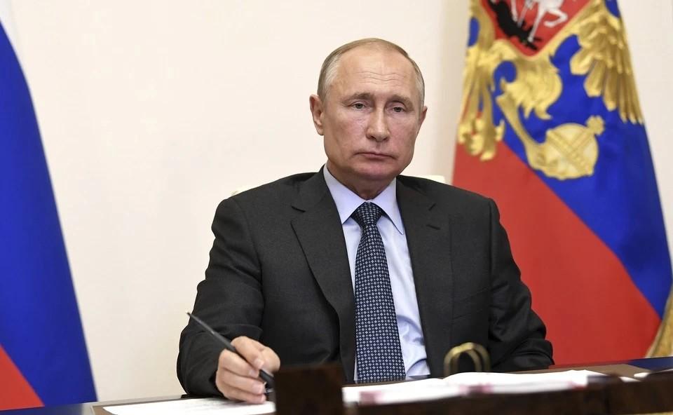 Путин заявил, что регионы стараются не вводить жестких ограничений по коронавирусу