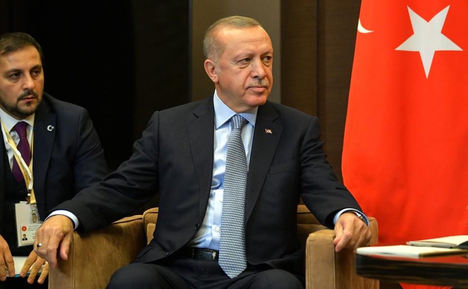 Эрдоган считает, что Макрону нужно лечить психику.
