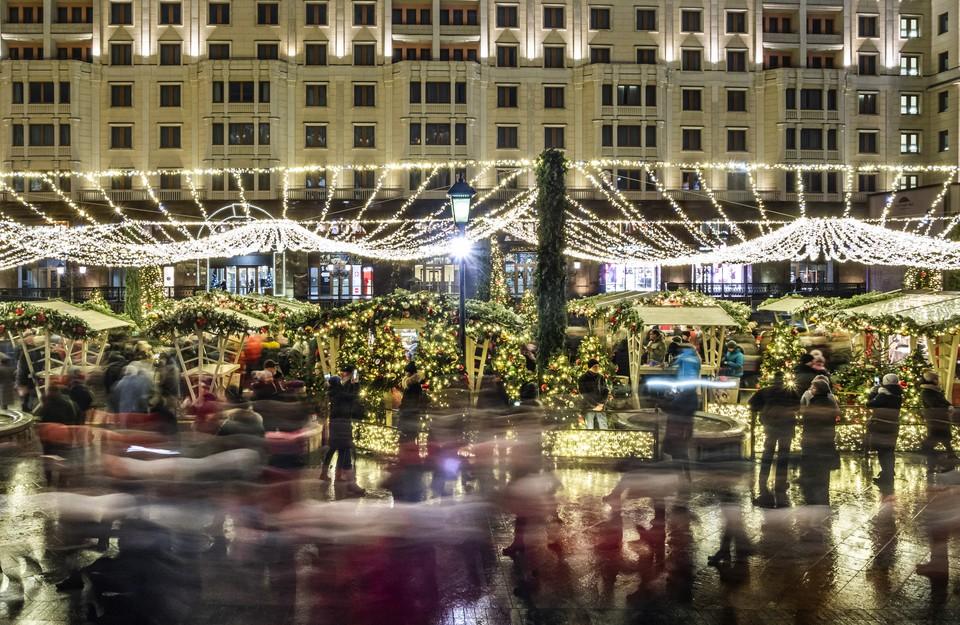На новогодние праздники большинство россиян отправится в столицу и на курорты страны