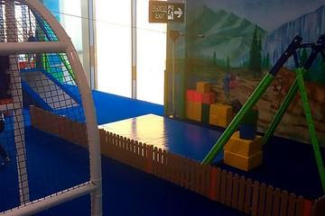 Аниматор добавил скорости: 7-летний мальчик упал с аттракциона в ресторане Ксении Бородиной