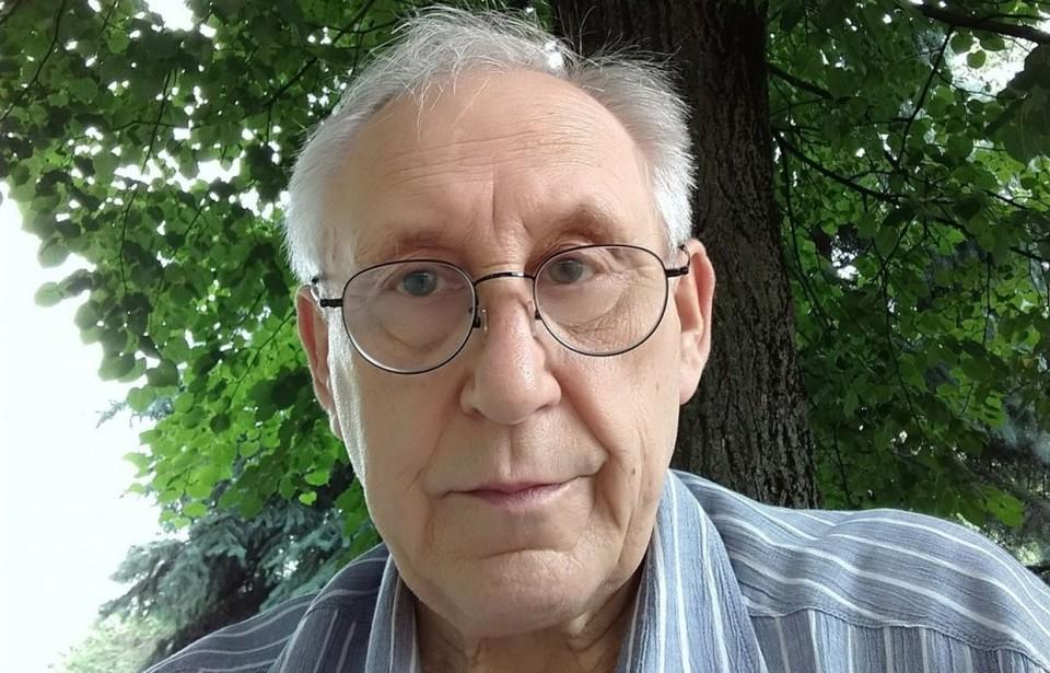Александр Александрович всю свою жизнь посвятил журналистике.