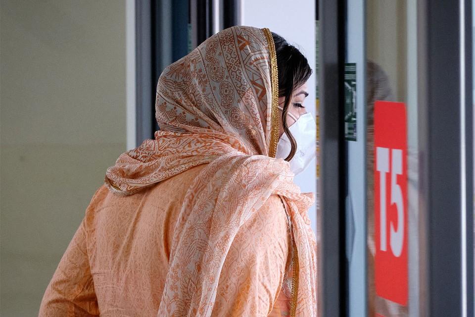 Некоторые женщины, которым пришлось пройти через унизительную процедуру в аэропорту, по прибытии в Австралию, обратились в полицию.
