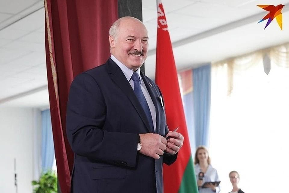 Алексанлр Лукашенко готовится к Всебелорусскому собранию.