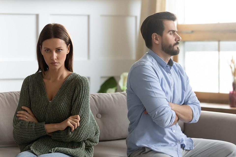 В реальности же пара сразу сразу после свадьбы сталкивается с проблемами