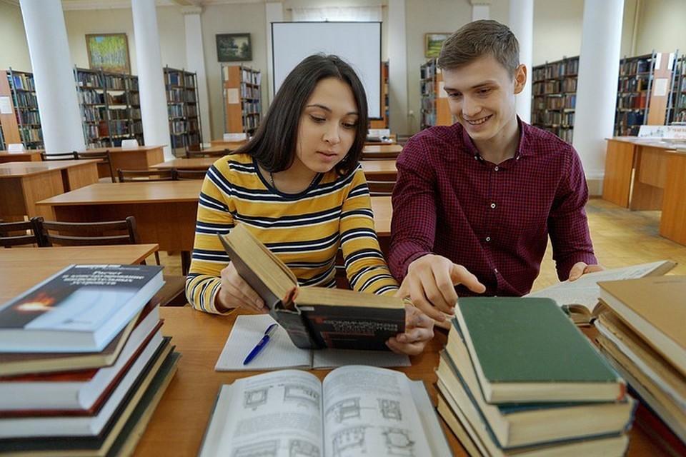 Стало известно, какой литературой увлекаются современные школьники