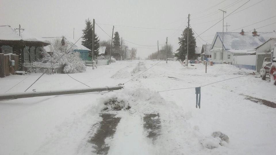 """Энергетики восстановили электроснабжение тюменских потребителей, прерванное непогодой. Фото предоставлено """"КП""""."""