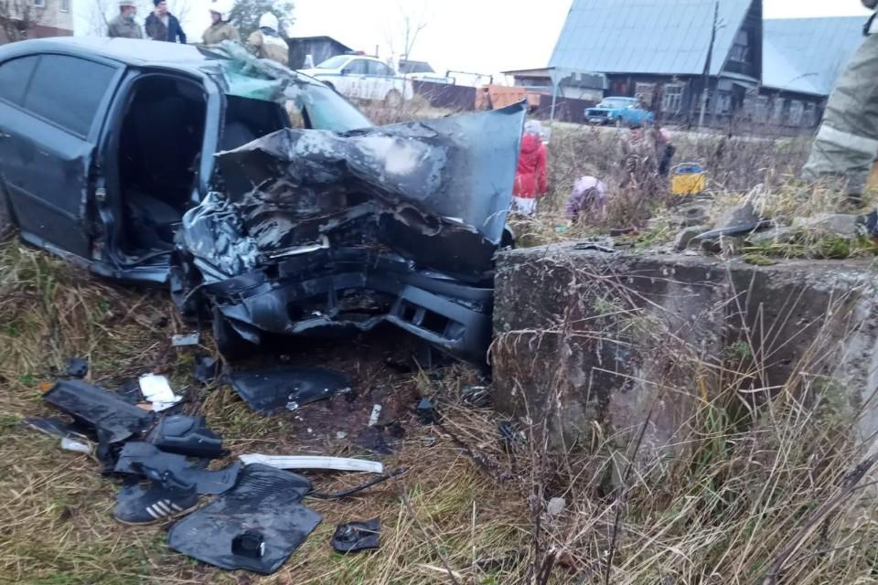 Перед машины буквально смяло, пострадали водитель и пассажир. Фото: УГИБДД по Тверской области.