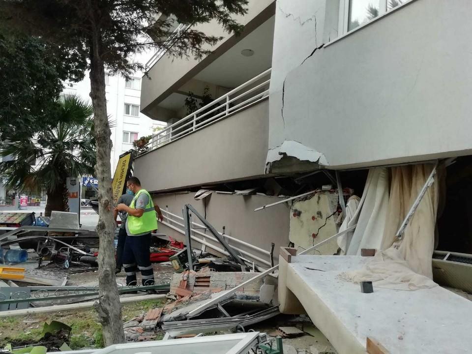 После мощного землятресения было разрушено около 20 жилых домов.