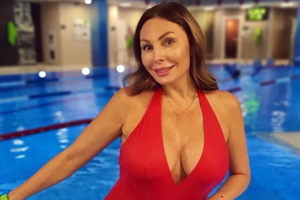 Актриса Наталья Бочкарева плавает и заказывает готовую еду с подсчитанными калориями