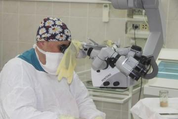 «Это чудо!»: Хирурги пришили 25-летнему ростовчанину кисть, отрезанную гильотиной