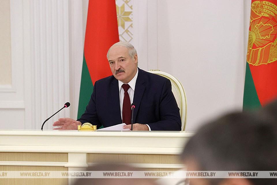 Лукашенко заявил, что в Беларуси сами должны людей лечить от коронавируса, и не рассчитывать на зарубежную помощь