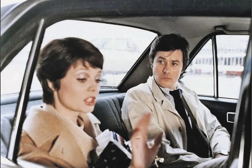 В фильмографии Делона множество разноплановых ролей - от храброго инспектора («Тегеран-43», в кадре с Наталией Белохвостиковой). Фото: Кадр из фильма