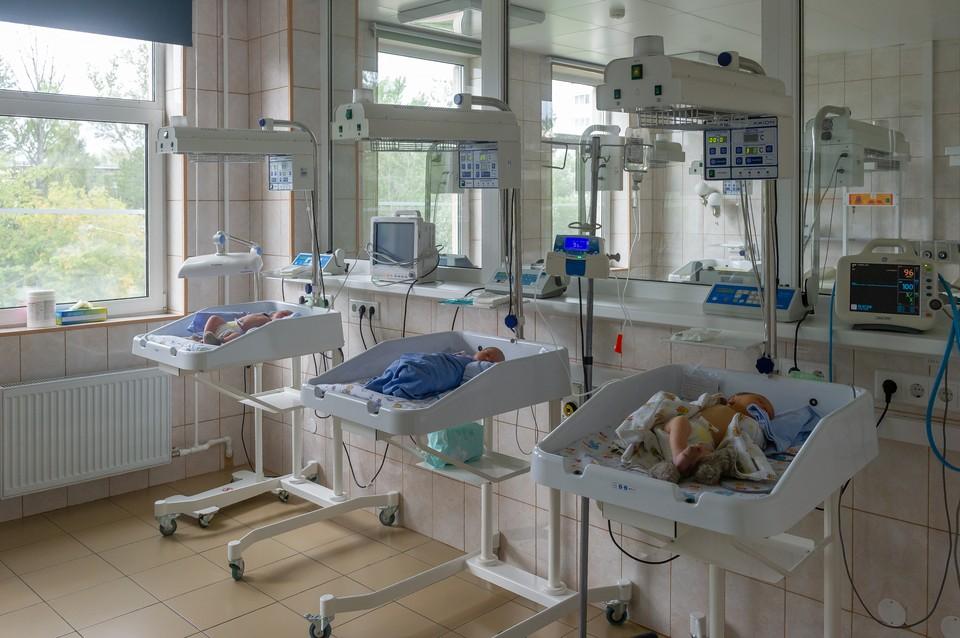 В Петербурге родились 52 малыша с положительным тестом на коронавирус