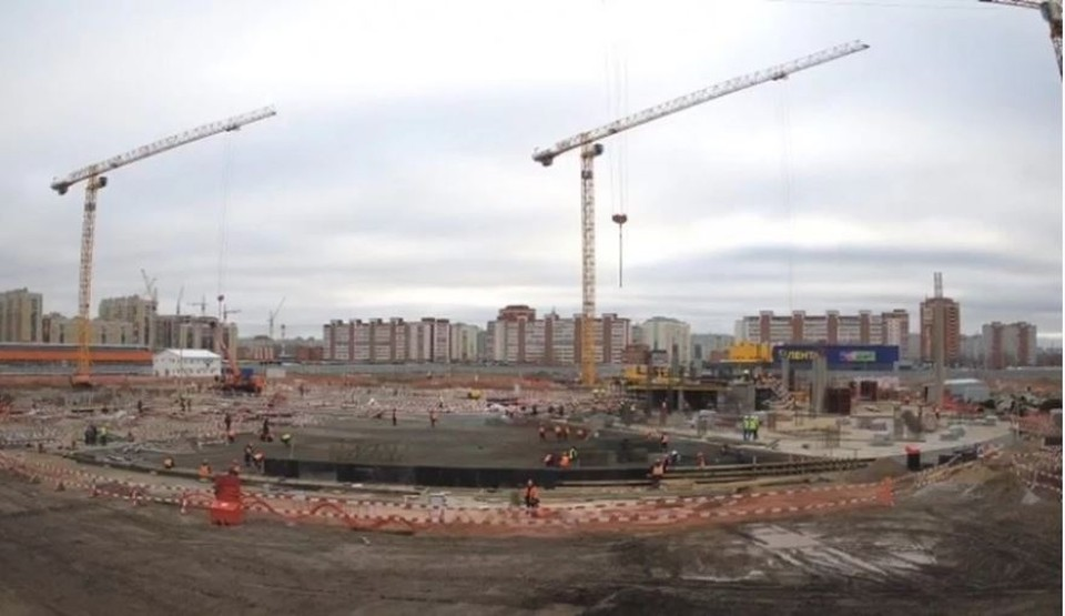 Строители уже приступили к возведению первого этажа ледовой арены.