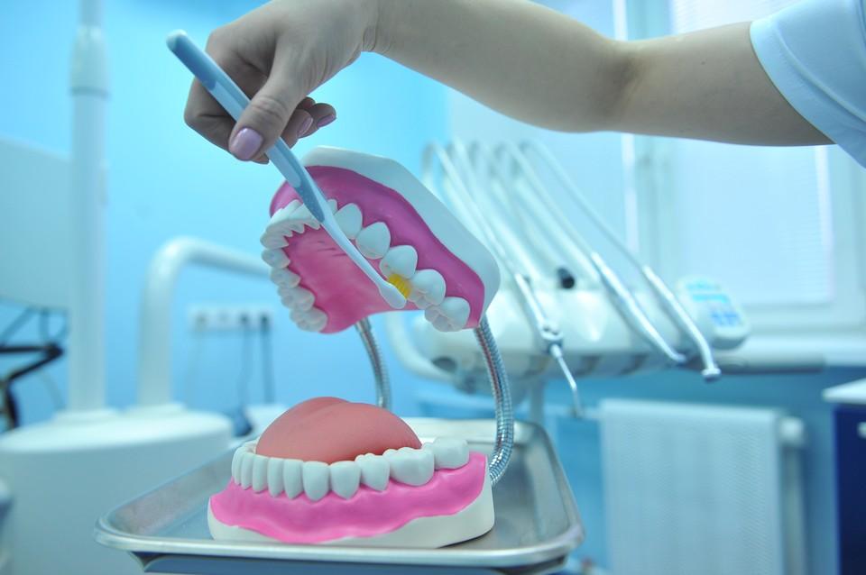 Стоматолог сказала, почему дорогие зубные щетки могут стать бесполезны для людей