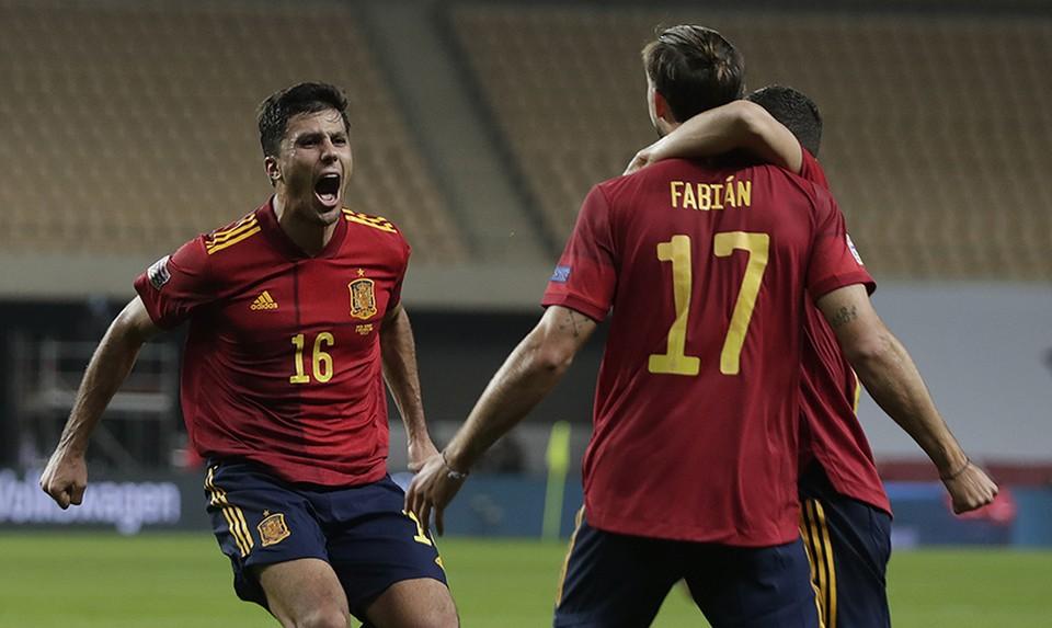 """""""Мы - испанцы"""" - такая надпись в твиттере сборной Испании появилась после этой победы. Фото: https://twitter.com/SeFutbol/s"""