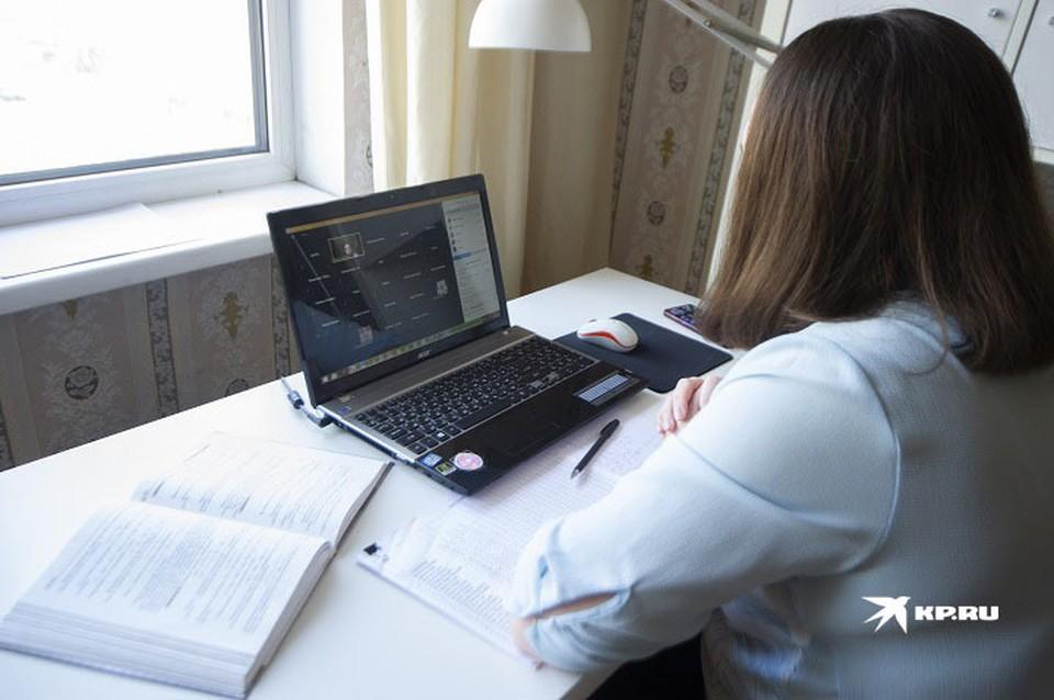 Онлайн-уроки в школах начали проводить из-за вспышки коронавируса