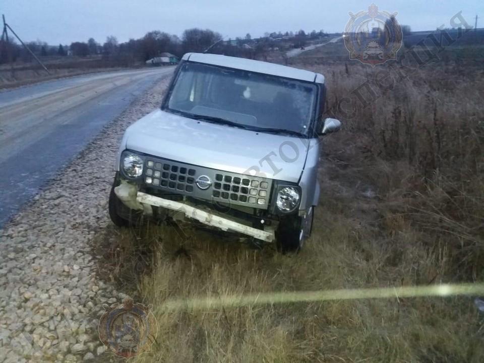 """В Тульской области автоледи на """"Ниссан"""" съехала в кювет и получила травмы"""