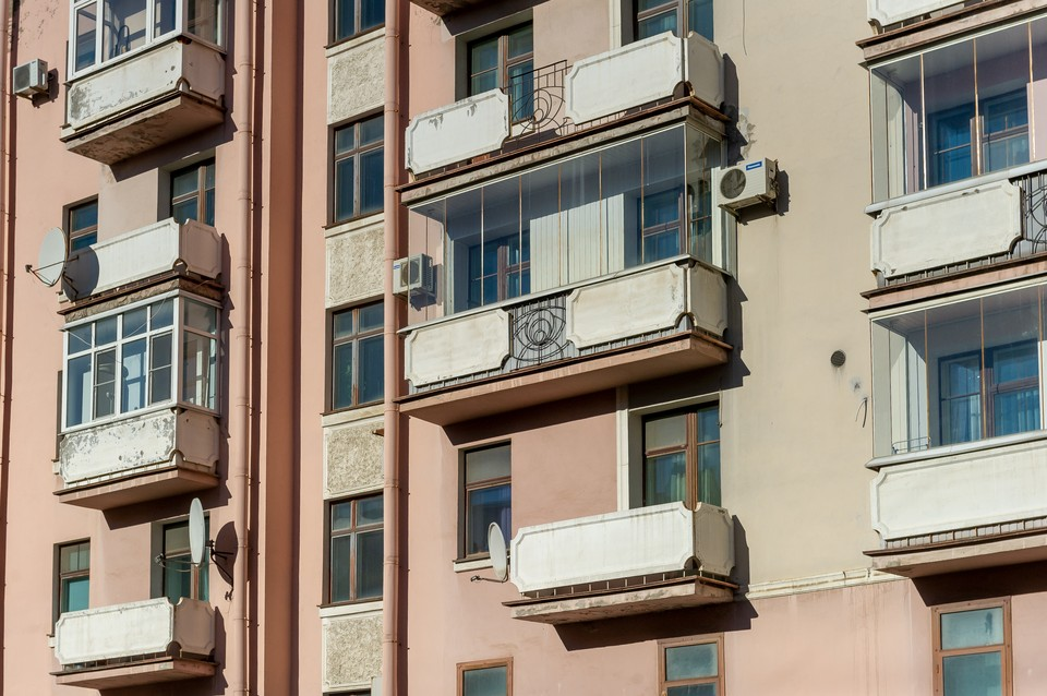 В Петербурге отчим выбросил 13-летнего проблемного пасынка из окна.