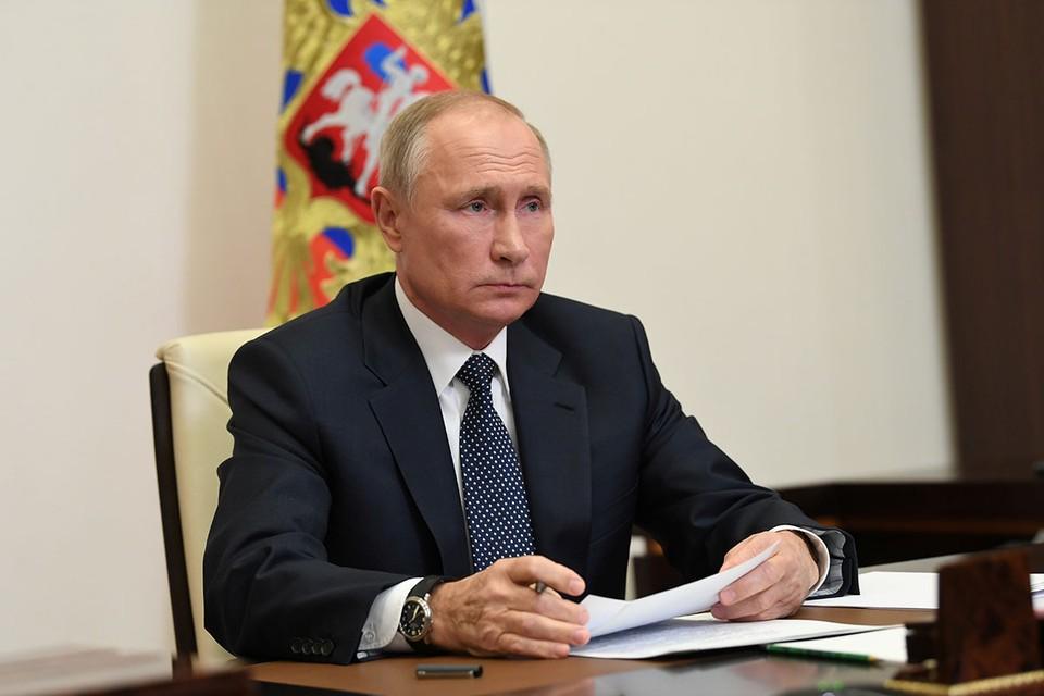 Президент Владимир Путин продлил срок действия ответных санкций против западных стран.