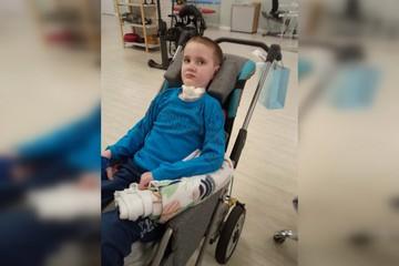 «С поезда в реанимацию». Мальчик из Пермского края, у которого после укуса клеща отнялись руки и ноги, заболел COVID-19