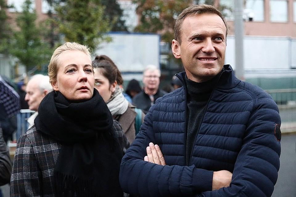 Алексей Навальный со своей супругой Юлией Фото: Сергей Бобылев/ТАСС