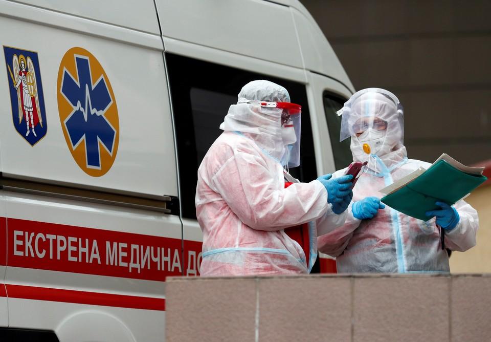 Врачи спецбригады скорой помощи в Киеве.