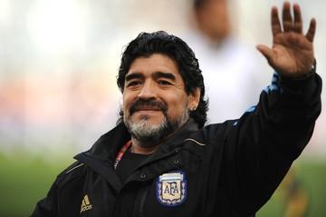 Наследство Диего Марадоны: футболист грозился вычеркнуть всех из завещания