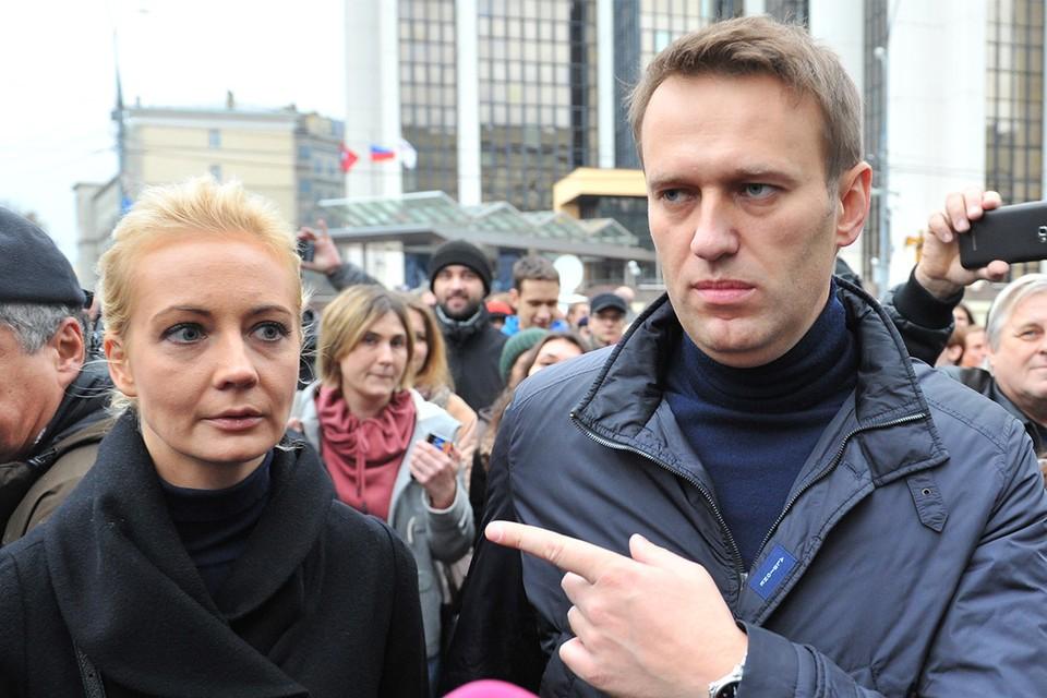 Алексей и Юлия Навальные на митинге в Москве, 2013 г.