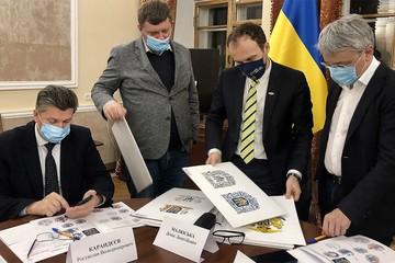 Трезубца им мало:   На Украине нарисовали новый герб - с тевтонским крестом и имперской короной