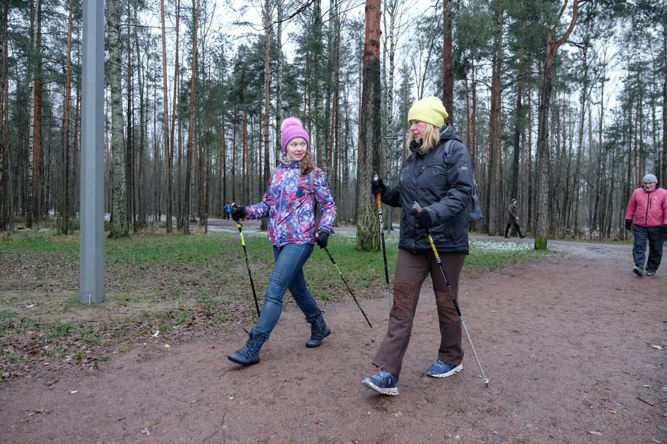 Чтобы от скандинавской ходьбы был эффект, надо освоить технику