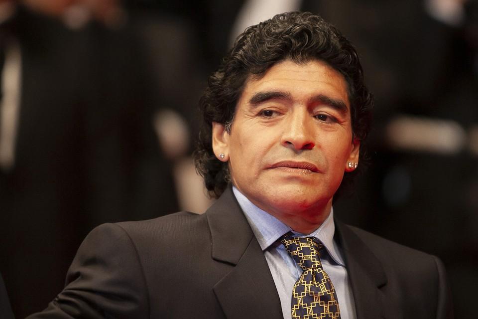Пока аргентинская столица прощается с Диего Марадоной, его адвокат Матиас Морала у себя в Твиттере возмутился, что скорая к нему ехала очень долго, мол его можно было спасти.