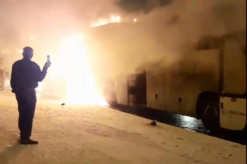 """Пассажиров в автобусе не было. Скриншот с видео """"Подслушано у водителей Ярославль"""" ВКонтакте"""