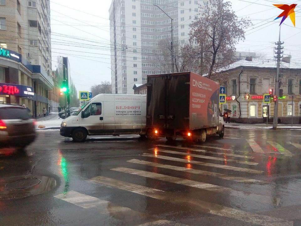 Автомобили столкнулись на пересечении улиц Чапаева и Рабочей