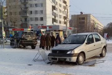 Число пострадавших в ДТП на остановке в Челябинске выросло до шести человек