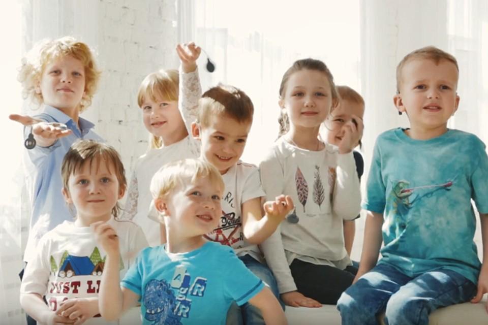 При выборе победителей конкурса особое внимание члены жюри уделили социальным предпринимателям, которые нацелены на инклюзивные практики. Например, Надежда Самойлова, как мама ребенка с ограниченными возможностями, в свое время столкнулась с тем, что особенным детям очень сложно попасть в детский сад. Но женщина не стала опускать руки, а взяла и открыла детский сад для таких малышей.