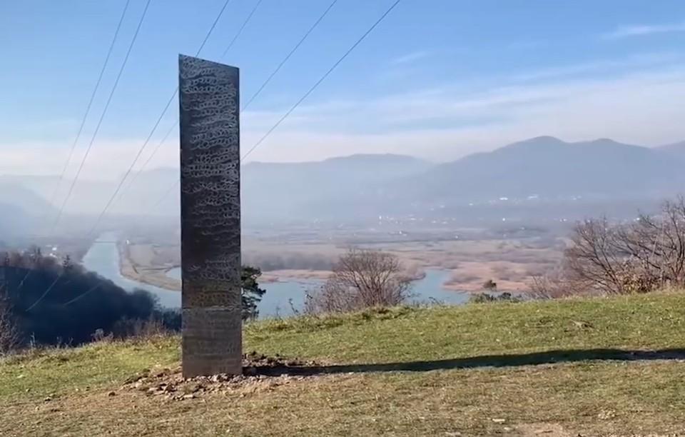 Металлический монолит был обнаружен в румынском городе Пьятра-Нямц.