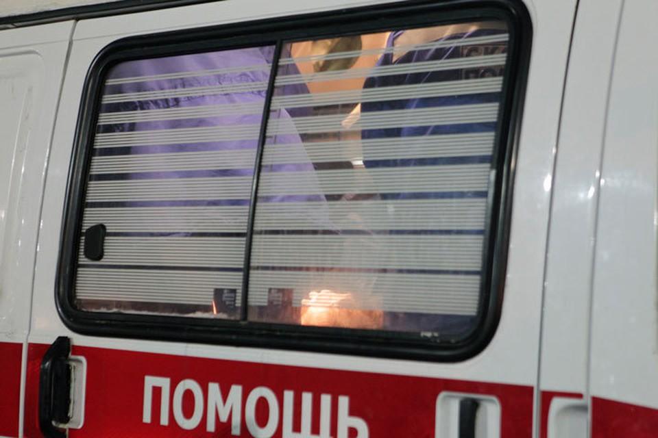 Трех человек доставили в больницу.