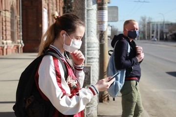 Восемь непраздных вопросов про COVID-19: Сколько дней носить маску  и можно ли заразиться от кота