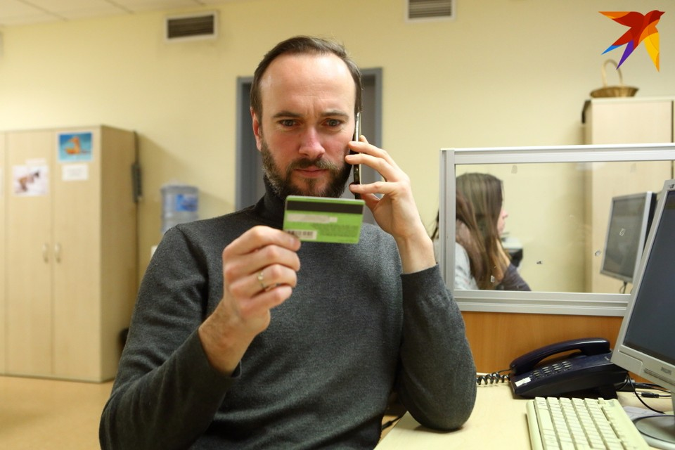 При отключении от системы SWIFT банка практически перестанут работать выданные им пластиковые карты Visa и Mastercard.