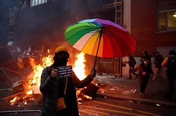 Макрон теряет контроль над столицей: многотысячные протесты захлестнули Париж