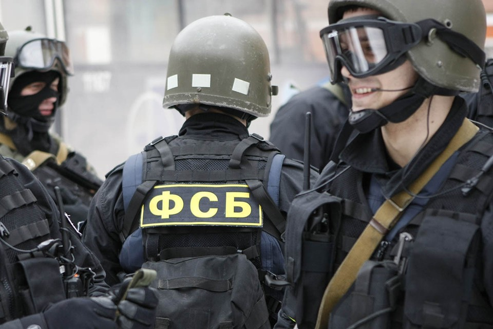 Оказалось это была не просто перестрелка! Еще 4 декабря промелькнула новость о том, что ФСБ пресекла попытку вооруженного пересечения российско-украинской границы.
