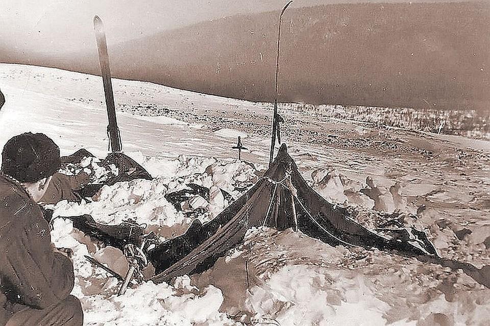 Зимой 1959 года в горы Северного Урала отправилась группа туристов под руководством пятикурсника УПИ Игоря Дятлова