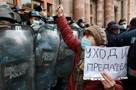 Протестующие штурмуют здание правительства Армении