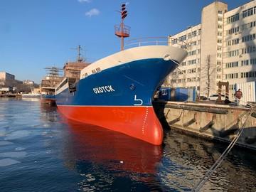 Первый краболов «Охотск» в истории дальневосточного судостроения спустили на воду во Владивостоке