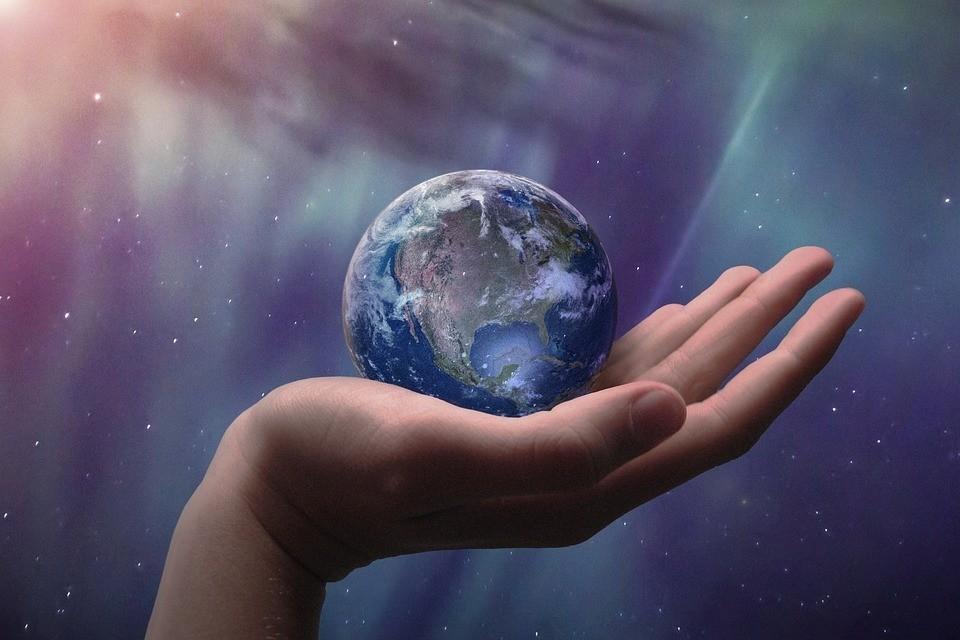 Астрологи говорят, в декабре 2020 года начинается новый 20-тилетний цикл, поэтому можно ожидать рокировки важных политических фигур. Фото: pixabay.com.