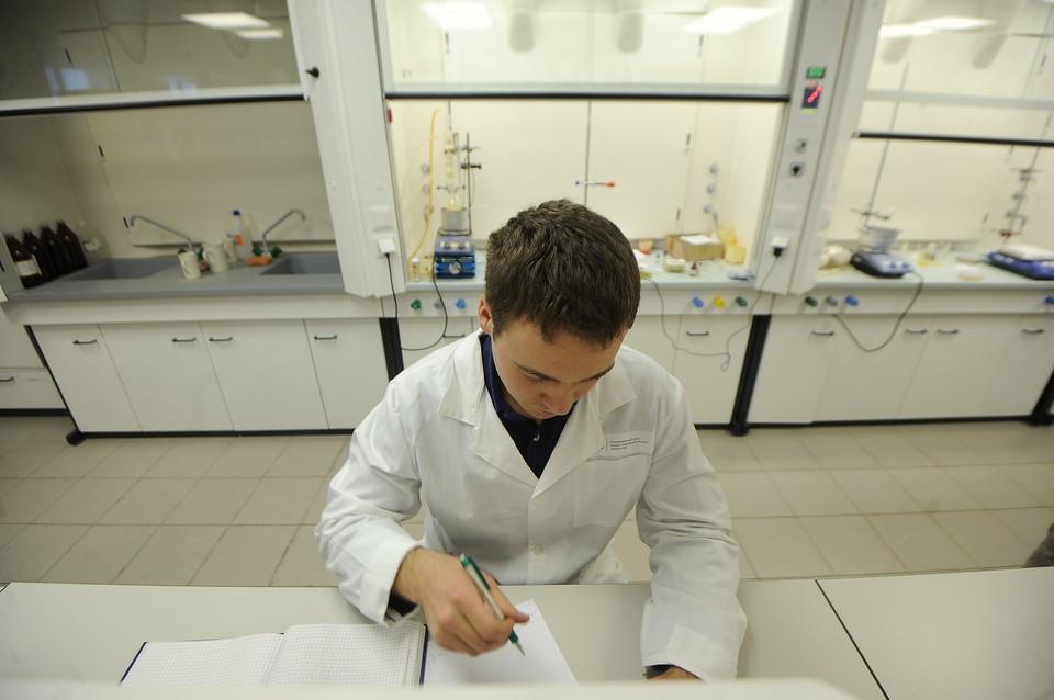 В КФУ разработали экспресс-тест-систему для диагностики коронавирусной инфекции по крови пациента с признакми ОРВИ.
