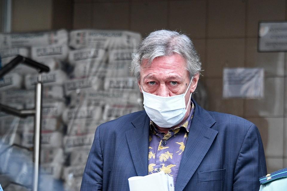 Пока Михаил Ефремов отбывает срок, у него копятся огромные долги.